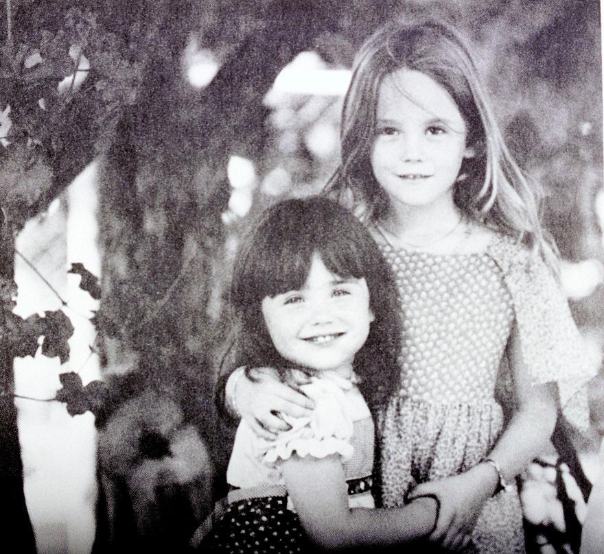 Η Νάταλι Γουντ με τη μικρή της αδελφή, Λάνα (αριστερά)
