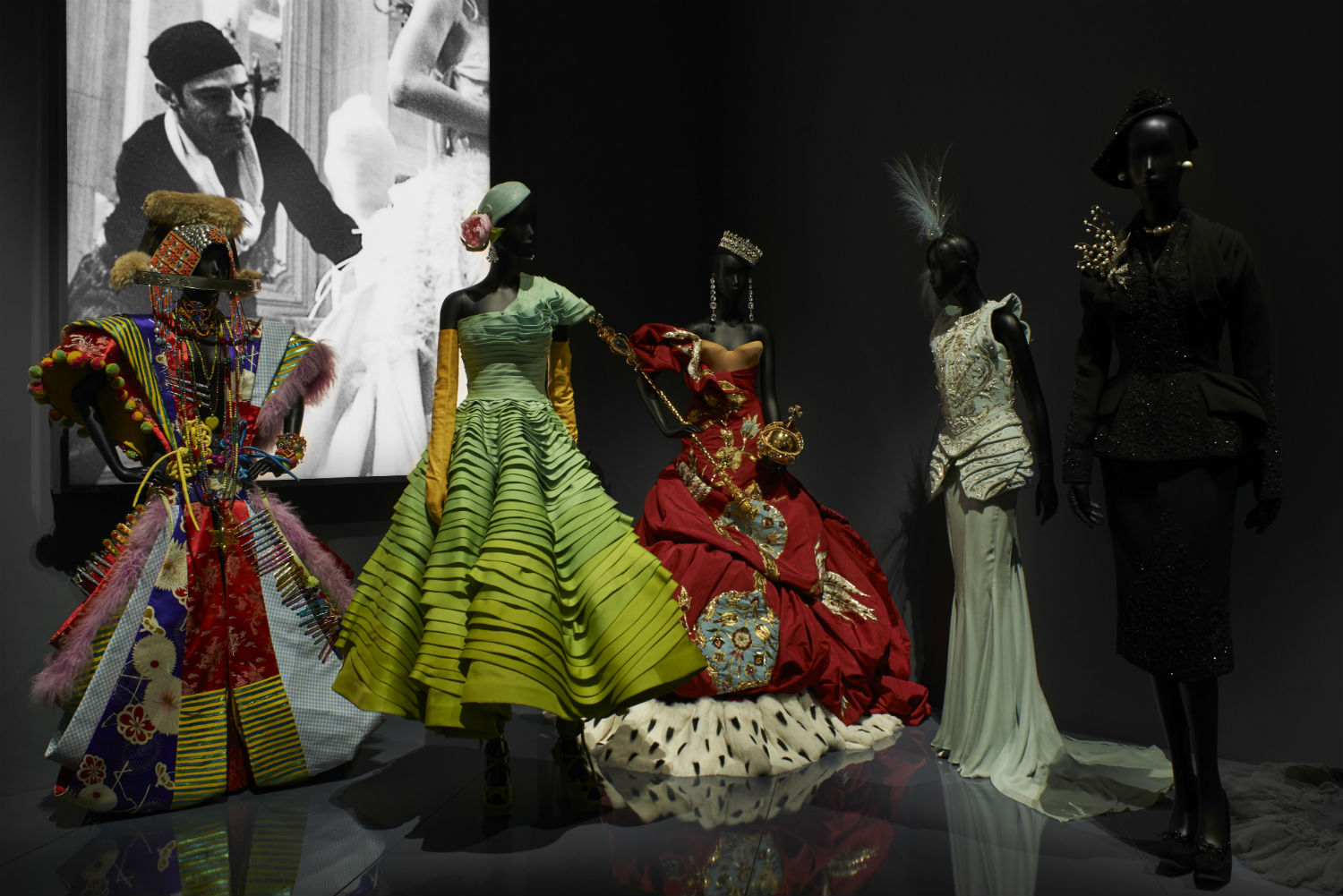 V&A Christian Dior Designer of Dreams exhibition Designers For Dior section © ADRIEN DIRAND (23)