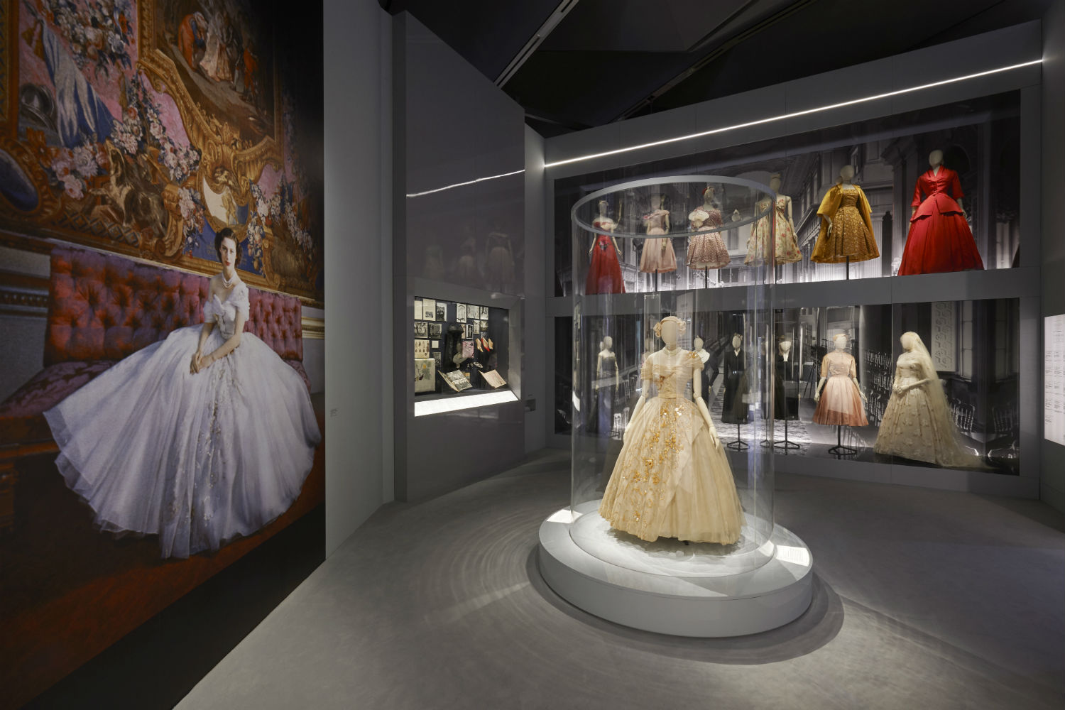 V&A Christian Dior Designer of Dreams exhibition Dior in Britain section © ADRIEN DIRAND (6)