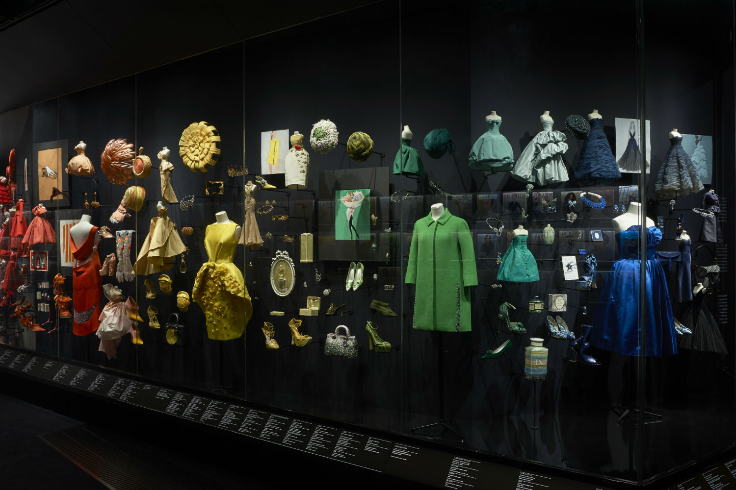 V&A Christian Dior Designer of Dreams exhibition Diorama section © ADRIEN DIRAND (15)