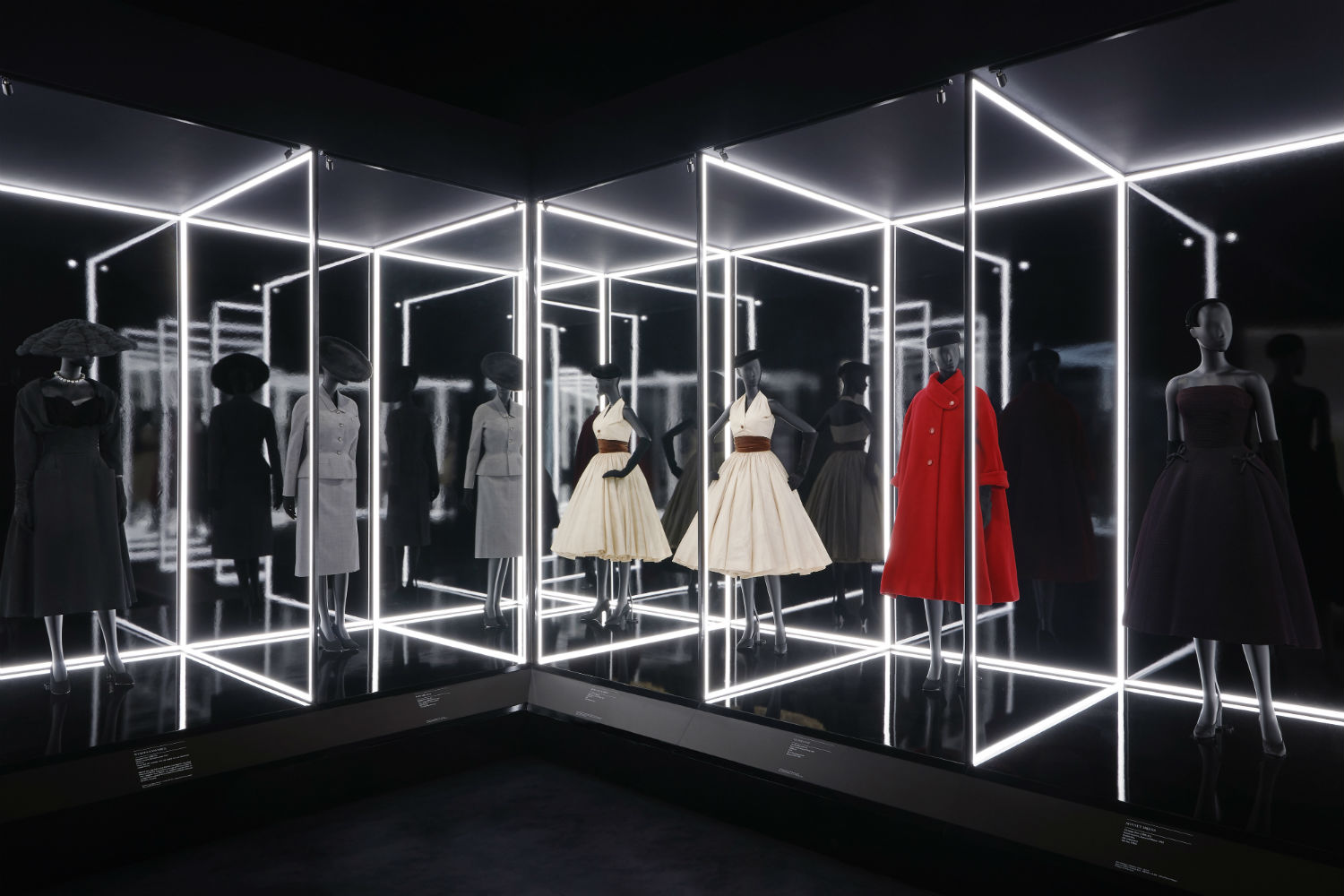 V&A Christian Dior Designer of Dreams exhibition The Dior Line section © ADRIEN DIRAND (7)